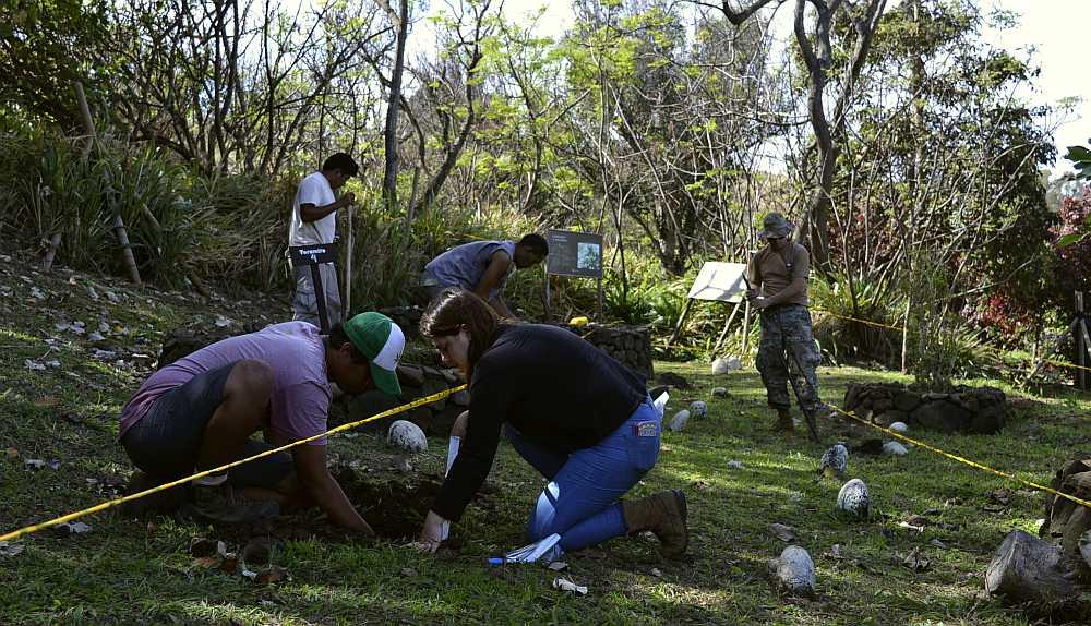 Equipo de UTFSM y CONAF realizan muestreo de suelos en Rapa Nui